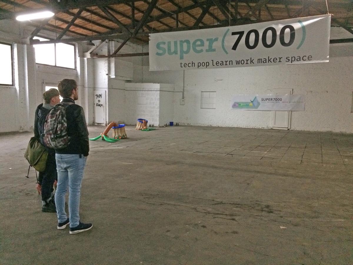 super7000-loods-binnen